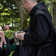 Moment of fraternal life within the monastic community of Solesmes. 05-05-16 <br /> Moment de vie fraternelle au sein de la communauté monastique de Solesmes. 05-05-16