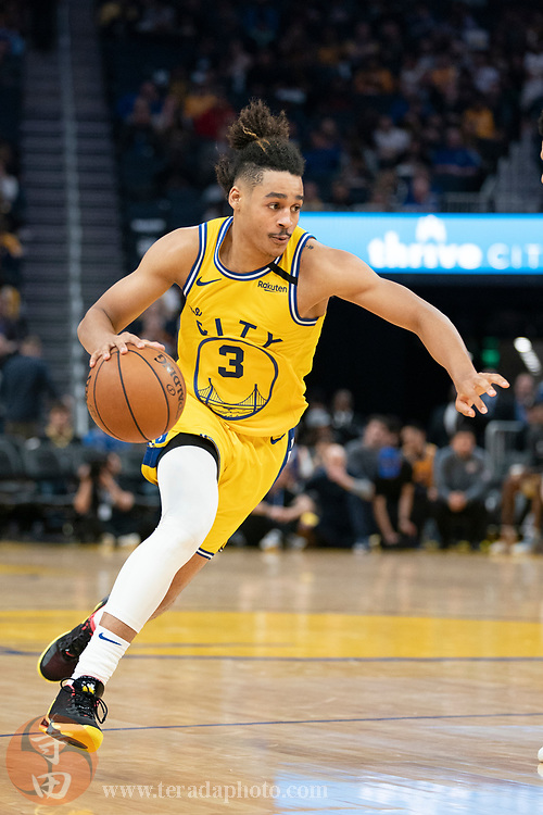 February 27, 2020; San Francisco, California, USA; Golden State Warriors guard Jordan Poole (3) dribbles the basketball during the third quarter against the Los Angeles Lakers at Chase Center.