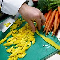 Nederland, Hoofddorp , 20 februari 2015.<br /> Luxe gerechten die in de keuken van het spaarneziekenhuis worden klaargemaakt worden ook uitgeserveerd aan patienten in het Kennemergasthuis in Haarlem.<br /> Foto:Jean-Pierre Jans