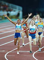 OL 2004 Athen<br /> Foto: Colorsport/Digitalsport<br /> NORWAY ONLY<br /> <br /> Friidrett<br /> <br /> 28.08.2004<br /> Kelly Holmes (GBR) celebrates winning the 1500 m final to secure her 2nd Gold Medal of the Games.<br /> Kelly Holmes (GBR) wins the Womens 1500m final from Tatyana Tomashova (Russia) and Maria Cioncan (Romania)