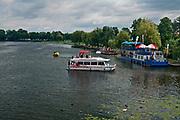 Rzeka Netta - statki wycieczkowe, Augustów, Polska<br /> Netta river - cruise ships, Augustów, Poland