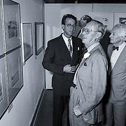 NLD/Zeist/19920705 - Boek Wind, Wad & Waterverg overhandiging van het WNF Slot Zeist bezocht door Pr. Bernhard