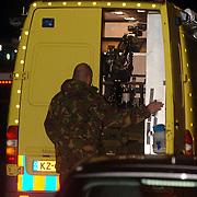 NLD/Huizen/20051122 - Technisch onderzoek door de technische recherche en EOD na ontploffing busje van gehandicapten vervoer Garskamp bij het Blindeninstituut Visio Huizen waarbij de bestuurder zwaargewond raakte, Explosieven Opruimingsdienst