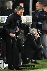 10.04.2010, Stadio Artemio Franchi, Firenze, ITA, Serie A, AC Florenz vs Inter Mailand, im Bild Jose Mourinho allenatore dell'Inter sputa l'acqua. EXPA Pictures © 2010, PhotoCredit: EXPA/ InsideFoto/ Andrea Staccioli / SPORTIDA PHOTO AGENCY