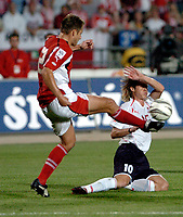Fotball<br /> VM-kvalifisering<br /> 03.09.2005<br /> Polen v Østerrike<br /> Foto: Wrofoto/Digitalsport<br /> NORWAY ONLY<br /> <br /> MARIO HIEBLINGER (L) from Austria challenges for the ball with MIROSLAW SZYMKOWIAK from Poland