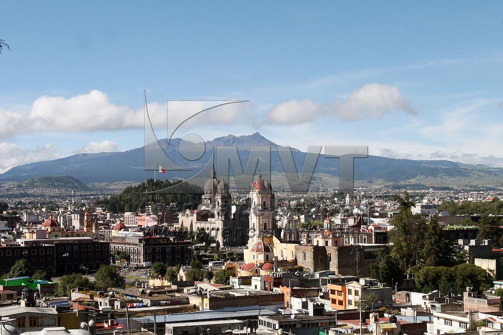 TOLUCA, México.- Bonito panorama se registro este día en la ciudad de Toluca, al observarse con gran claridad el valle de la capital  Mexiquense,  con el fondo del Xinantécatl o Nevado de Toluca. Agencia MVT / José Hernández. (DIGITAL)