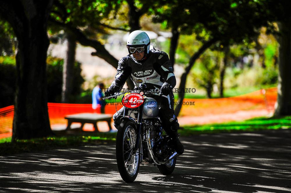 29-09-2013 Santander<br /> IV Gran Carrera Motos Clasicas en el Palacio de la Magdalena<br /> Jose Carlos Lorente, con la moto Triumph GP49<br /> <br /> Fotos: Juan Manuel Serrano Arce