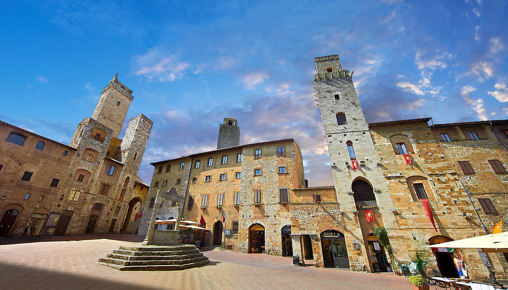 Medieval buildings of Piazza della Cisterna, San Gimignano, Tuscany Italy <br /> <br /> Visit our ITALY PHOTO COLLECTION for more   photos of Italy to download or buy as prints https://funkystock.photoshelter.com/gallery-collection/2b-Pictures-Images-of-Italy-Photos-of-Italian-Historic-Landmark-Sites/C0000qxA2zGFjd_k<br /> If you prefer to buy from our ALAMY PHOTO LIBRARY  Collection visit : https://www.alamy.com/portfolio/paul-williams-funkystock/sangimignano.html