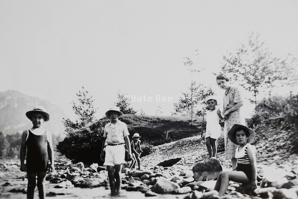 family with the children at a riverbed France 1937