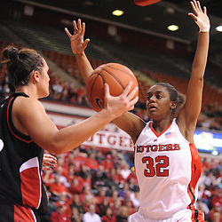 Feb 24, 2009; Piscataway, NJ, USA; Rutgers forward Brooklyn Pope (32) pressures Cincinnati forward Shelly Bellman (22) on an inbound play during the second half of Rutgers' 71-52 victory over Cincinnati at the Louis Brown Athletic Center.