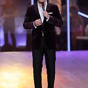 NLD/Hilversum/20120901 - 2de liveshow AVRO Strictly Come Dancing 2012, presentator Reinout Oerlemans