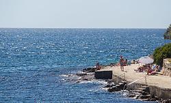 THEMENBILD - URLAUB IN KROATIEN, Touristen genießen die Sonne am Strand, aufgenommen am 03.07.2014 in Vrsar, Kroatien // Tourists enjoy the sun at the beach near Vrsar, Croatia on 2014/07/03. EXPA Pictures © 2014, PhotoCredit: EXPA/ JFK