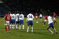 Fotball<br /> VM-kvalifisering<br /> Azerbaijan / Aserbaijan v England<br /> 13.10.2004<br /> Foto: BPI/Digitalsport<br /> NORWAY ONLY<br /> <br /> 13/10/2004 Azerbaijan v England, World Cup Qualifier, Tofiq Berhamov Stadium<br /> <br /> Wayne Rooney takes over the free kick duties and almost scores