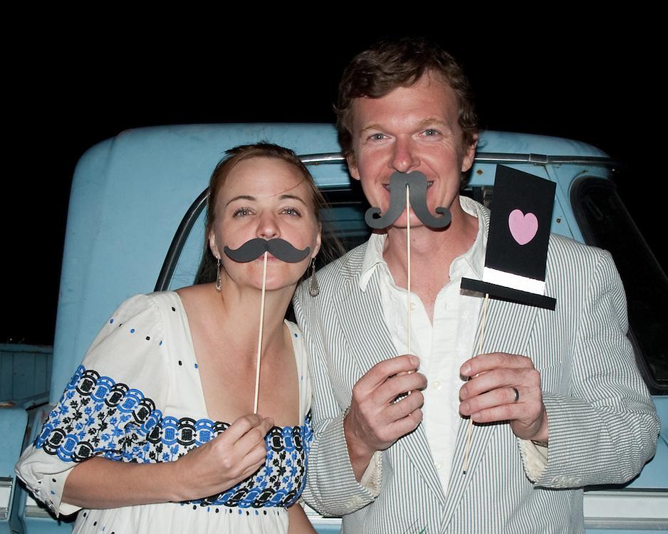 hicksville trailer palace, hicksville, trailer, joshua tree, wedding, Photo Booth, mustache, mustache, top hat, heart