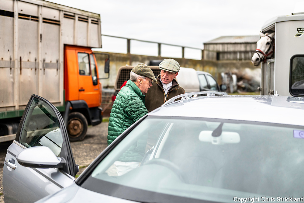 Clarilaw, Melrose, Scottish Borders, UK. 7th November 2018. Joint Masters Ian Stark OBE (l) and Tim Allen discuss the days plan. Stark, the Buccleuch Field Master, was a leading Eventer and won two silvers for Britain in Olympic Games. The Duke of Buccleuch Hunt hold their traditional Opening Meet at Clarilaw Farm near Melrose in the Borders.