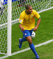Jubel 1:0 Torschuetze Adriano Brasilien<br /> Fussball WM 2006 Achtelfinale Brasilien - Ghana<br /> Brasil - Ghana<br /> Norway only