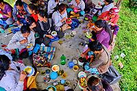 Inde, Bengale Occidental, Darjeeling, Domaine du thé de Phubsering, repas des travailleurs // India, West Bengal, Darjeeling, Phubsering Tea Garden, workers meals