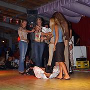 Miss Nederland 2003 reis Turkije, Turkse avond, messengooien