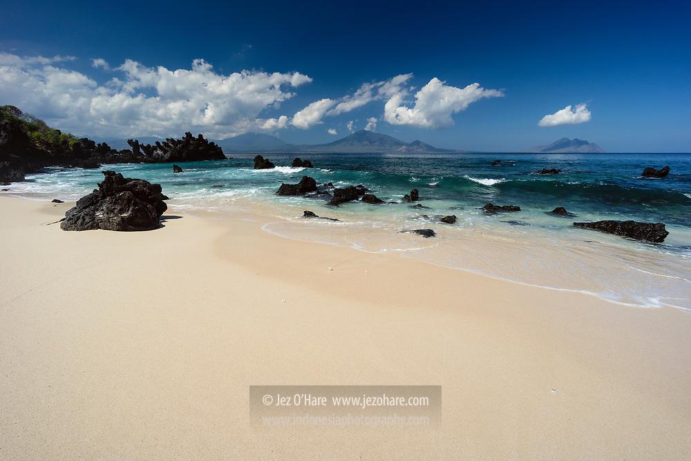 Pantai Watotena, Adonara, Flores Timur, Nusa Tenggara Timur, Indonesia