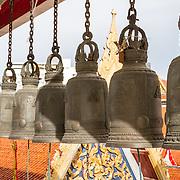 THA/Bangkok/201607111 - Vakantie Thailand 2016 Bangkok, Klokken in de Wat Arun tempel