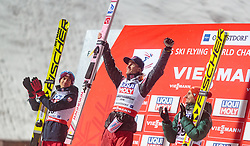 20.01.2018, Heini Klopfer Skiflugschanze, Oberstdorf, GER, FIS Skiflug Weltmeisterschaft, Einzelbewerb, Siegerehrung, im Bild Kamil Stoch (POL, Silbermedaillengewinner), Daniel Andre Tande (NOR, Goldmedaillengewinner und Weltmeister), Richard Freitag (GER, Bronzemedaillengewinner) // Silver medalist Kamil Stoch of Poland, Gold medalist and world champion Daniel Andre Tande of Norway, Bronze medalist Richard Freitag of Germany during Winner Award Ceremony of the individual competition of the FIS Ski Flying World Championships at the Heini-Klopfer Skiflying Hill in Oberstdorf, Germany on 2018/01/20. EXPA Pictures © 2018, PhotoCredit: EXPA/ JFK