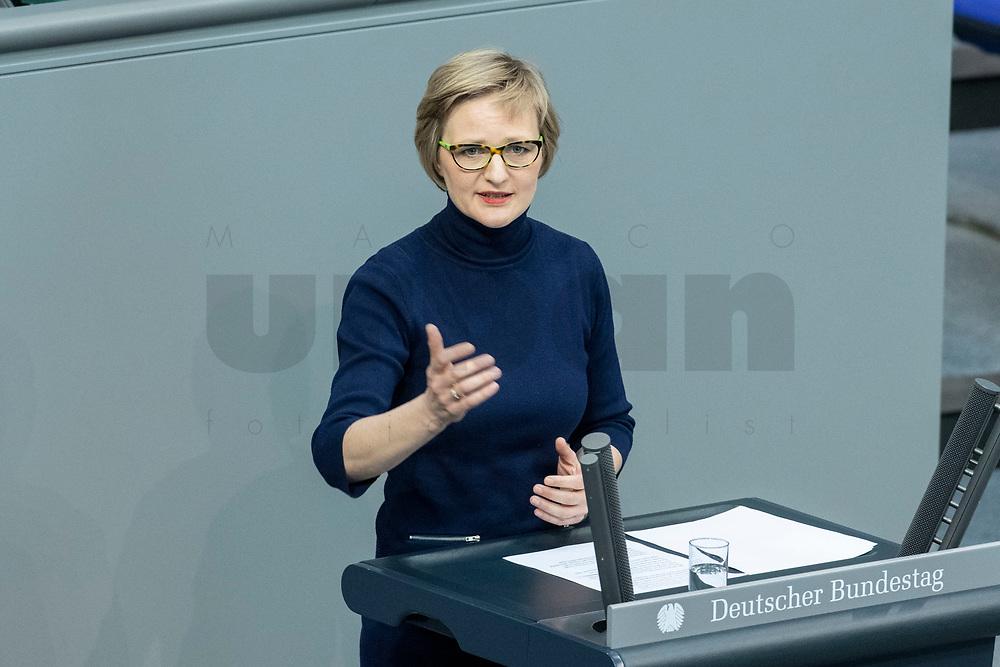 13 FEB 2020, BERLIN/GERMANY:<br /> Franziska Brantner, MdB, B90/Gruene, Sitzung des Deutsche Bundestages, Plenum, Reichstagsgebaeude<br /> IMAGE: 20200213-01-028