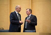 DEU, Deutschland, Germany, Berlin, 29.11.2019: Brandenburgs Ministerpräsident Dr. Dietmar Woidke (SPD) und Thüringens Ministerpräsident Bodo Ramelow (Die Linke) bei einer Sitzung im Bundesrat.