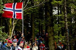 September 20, 2017 - Bergen, NORWAY - 170920 A spectator with the Norwegian flag during the Men Elite Individual Time Trial on September 20, 2017 in Bergen..Photo: Vegard Wivestad GrÂ¿tt / BILDBYRN / kod VG / 170018 (Credit Image: © Vegard Wivestad Gr¯Tt/Bildbyran via ZUMA Wire)