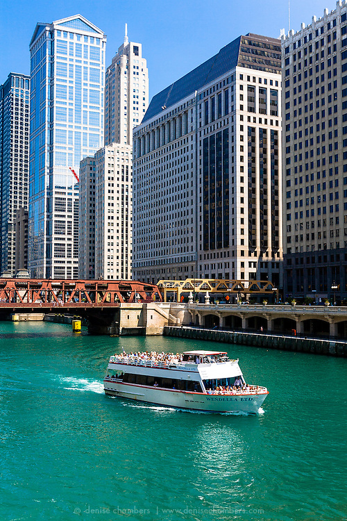 Boat tour on the Chicago River