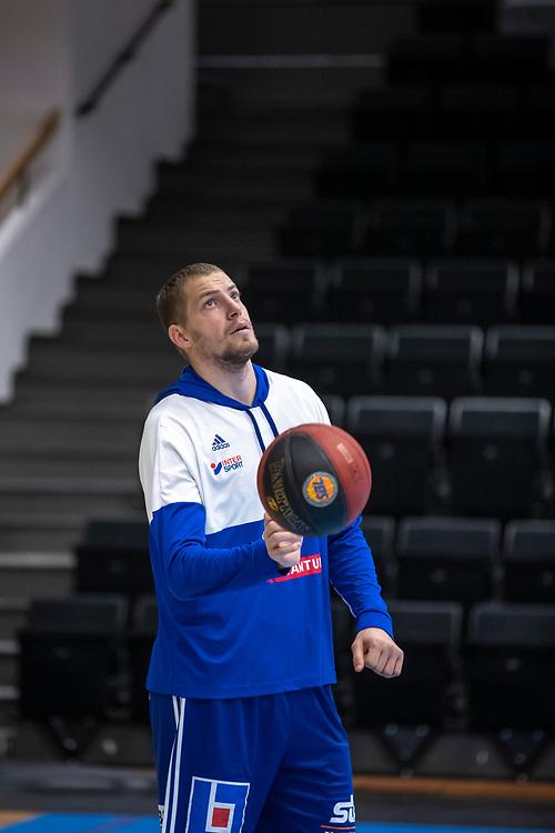 ÖSTERSUND 20191031<br /> Jämtlands Toomas Raadik  under torsdagens match i basketligan mellan Jämtland Basket och Umeå BBK i Östersunds Sporthall.<br /> <br /> Foto: Per Danielsson/Projekt.P