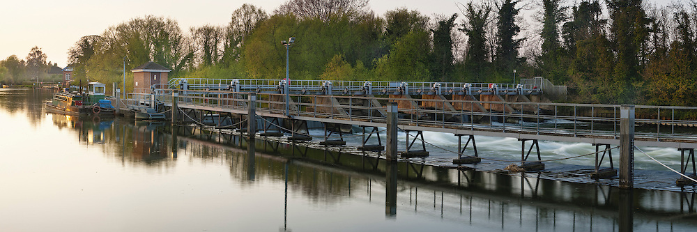 Weir at Bellweir Lock on the River Thames in Egham, Surrey, Uk