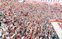 30.07.2017, Donauinsel, Wien, AUT, FIVB Beach Volleyball WM, Wien 2017, Herren, Gruppe L, im Bild Fans // fans during the men's group L match of 2017 FIVB Beach Volleyball World Championships at the Donauinsel in Wien, Austria on 2017/07/30. EXPA Pictures © 2017, PhotoCredit: EXPA/ Sebastian Pucher