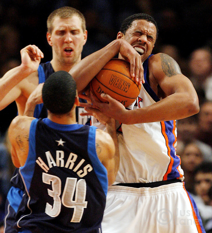 The Knicks' Channing Frye (R) battles for the ball with the Mavericks' Devin Harris (foreground) and Dirk Nowitzki during the second half of the Dallas Mavericks' 92-77 victory over the New York Knicks at Madison Square Garden in New York, New York on Tuesday 20 March 2007.