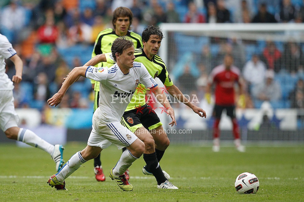 30.04.2011, Stadio santiago de Bernabeu, Madrid, ESP, Primera Division, Real Madrid vs Real Saragossa, im Bild Real Madrid's Sergio Canales and Zaragoza's Jorge Lopez during Spanish League match on April 30, 2011. EXPA Pictures © 2011, PhotoCredit: EXPA/ Alterphotos/ Cid Fuentes +++++ ATTENTION - OUT OF SPAIN / ESP +++++
