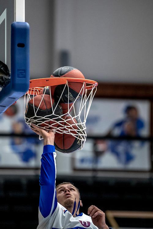 ÖSTERSUND 20191031<br /> Jämtlands Jaan Puidet rensar korgen  under torsdagens match i basketligan mellan Jämtland Basket och Umeå BBK i Östersunds Sporthall.<br /> <br /> Foto: Per Danielsson/Projekt.P