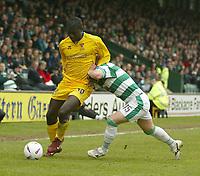 Fotball<br /> Photo. Andrew Unwin, Digitalsport<br /> NORWAY ONLY<br /> <br /> Yeovil v Cheltenham, Nationwide League Division Three, Huish Park, Yeovil 10/04/2004.<br /> Yeovil's Steven Reed (r) drives into Cheltenham's Damian Spencer (l).
