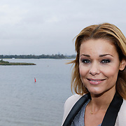 NLD/Naarden/20121017 - Persviewing Love in the Wild, presentatrice Froukje de Both