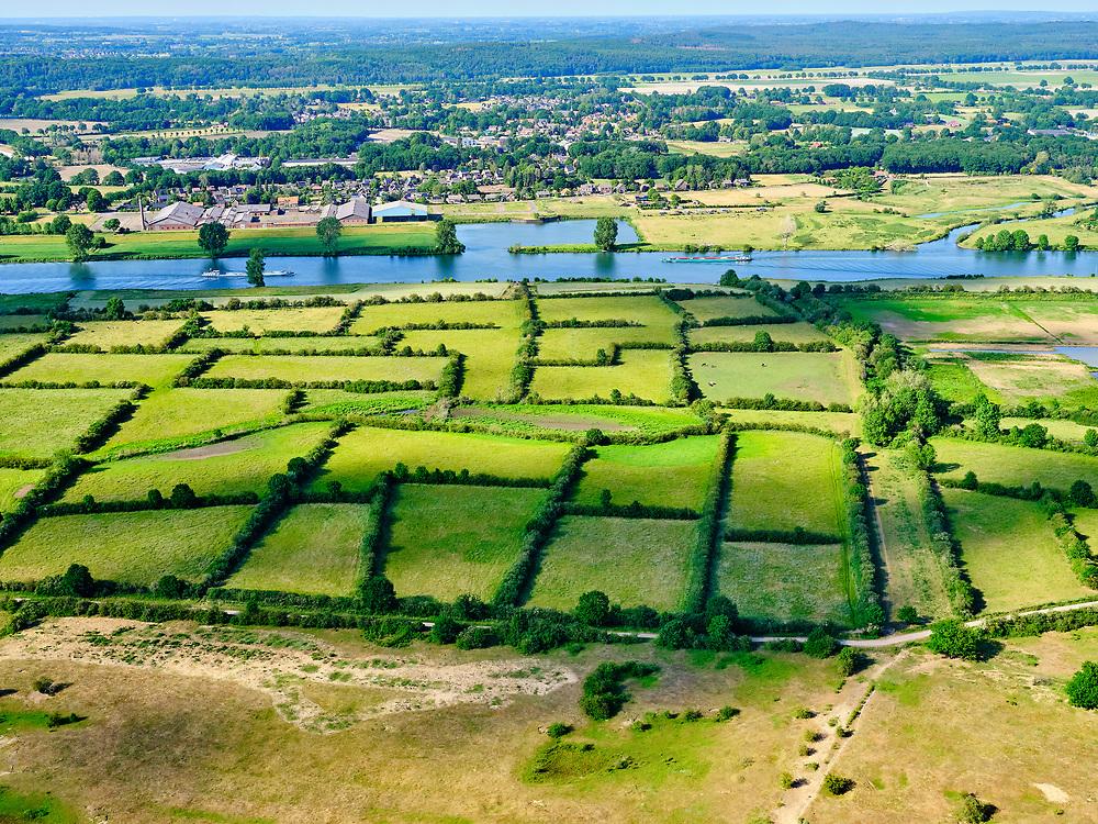 Nederland, Noord-Brabant, Gemeente Boxmeer; 27-05-2020; gebied van de Maasheggen, tussen Oeffelt en rivier de Maas. Percelen gescheiden door gevlochten heggen van meidoorn en sleedoorn gelegen in de uiterwaarden van de Maas en in gebruik voor het weiden van vee. Historisch landschap met bijzondere ecologische waard. Unesco wereld erfgoed.<br /> Maasheggen near Oeffelt. Plots for cattle are seperated by means of twinned or woven hedges of hawthorn and blackthorn. The hedges are located in the floodplain of the Meuse and used for grazing cattle. Historic landscapes with special ecological value.<br /> <br /> luchtfoto (toeslag op standaard tarieven);<br /> aerial photo (additional fee required)<br /> copyright © 2020 foto/photo Siebe Swart