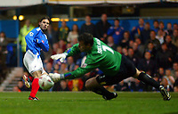 Fotball<br /> Foto: BPI/Digitalsport<br /> NORWAY ONLY<br /> <br /> Portsmouth v Leeds United<br /> Carling Cup third round. 26/10/2004.<br /> <br /> Patrick Berger has his shot saved by Neil Sullivan