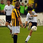 NLD/Arnhem/20051211 - Voetbal, RTL artiestenelftal - Oud Vitesse, Ali B. en John Williams