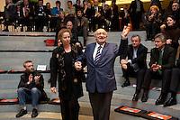 """24 FEB 2005, BERLIN/GERMANY:<br /> Christina Weiss (L), SPD, Staatsministerin fuer Kultur im Bundeskanzleramt, und Marcel Reich-Ranicki (R), Literatur Kritiker, vor Beginn der Veranstaltung """"Es gilt das gesprochene Wort"""", SKylobby, Bundeskanzleramt<br /> IMAGE:20050224-02-001<br /> KEYWORDS: Lesung, Diskussion"""
