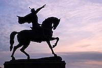 Ouzbekistan, Tashkent, Place Tamerlan, statue equestre de Timur // Uzbekistan, Tashkent, Tamerlan square, equestrian statue of Timur