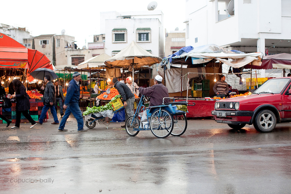 Tunis, Tunisia. January 27th 2011.A daily life scene outside the protests places, thirteen days after the ousted president Zine El Abidine Ben Ali fled the country.....