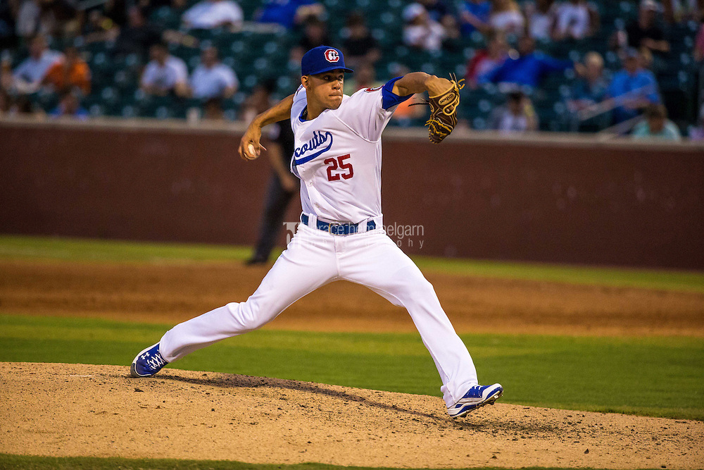 Jose Berrios (25) of the Chattanooga Lookouts pitches during a game between the Jackson Generals and Chattanooga Lookouts at AT&T Field on May 8, 2015 in Chattanooga, Tennessee. (Brace Hemmelgarn)