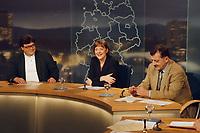 07.02.1999, Deutschland/Bonn:<br /> Reinhard Bütikofer,  B90/Grüne Bundesgeschäftsführer, Angela Merkel, CDU Generalsekretärin, Ottmar Schreiner, SPD Bundesgeschäftsführer, vor Beginn der Bonner Runde, ARD Studio, Bonn<br /> IMAGE: 19990207-01/01-29<br />  <br /> KEYWORDS: Wolfgang Buetikofer