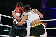 Boxen: Universum Fightnight, Superbantamgewicht,  Hamburg, 14.11.2020<br /> Intern. Deutsche Meisterschaft:  Fai Phannarai (GER, Boxen im Norden) - Kim ANgelina Jaeckel (GER)<br /> © Torsten Helmke