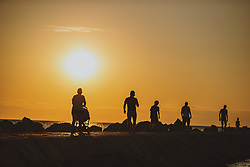 THEMENBILD - eine Familie bei spaziert entlang der Küste bei Sonnenuntergang, aufgenommen am 04. Juli 2020 in Umag, Kroatien // a family walking along the coast at sunset in Umag, Croatia on 2020/07/04. EXPA Pictures © 2020, PhotoCredit: EXPA/ JFK
