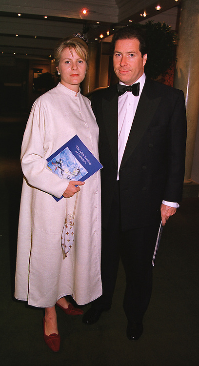 VISCOUNT & VISCOUNTESS LINLEY at a dinner in London on 19th May 1999.MSF 54