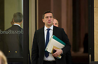 DEU, Deutschland, Germany, Berlin, 18.12.2015: Der SPD-Landesvorsitzende und Wirtschaftsminister in Sachsen, Martin Dulig (SPD), vor Beginn der Sitzung im Bundesrat.