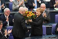 17 DEC 2013, BERLIN/GERMANY:<br /> Volker Kauder (L), CDU, CDU/CSU Fraktionsvorsitzender, ueberreicht Angela Merkel (M), CDU, Blumen nach Ihrer Wahl zur Bundeskanzlerin, rechts: Gerda Hasselfeldt, CSU, Vorsitzende der bayerischen Landesgruppe, 4. Sitzung des Deutschen Bundestages, Plenum, Deutscher Bundestag<br /> IMAGE: 20131217-01-025<br /> KEYWORDS: Applaus, applaudieren, klatschen